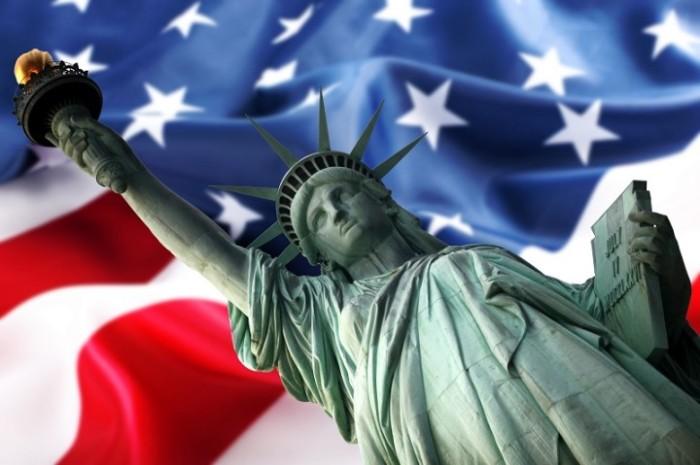 Nova-York-Estatua-da-Liberdade-e-Bandeira-2x8aowzmwx2ie4mqenqs5c